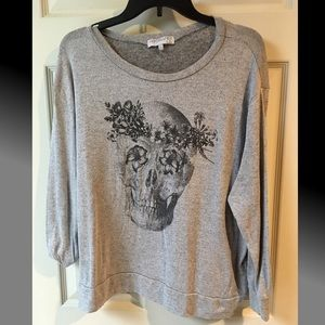 Grey skull sweater L